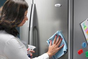 Curatare frigider suprafata inox