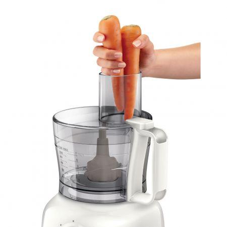 Robotul de bucătărie are un tub de alimentare generos și foarte practic