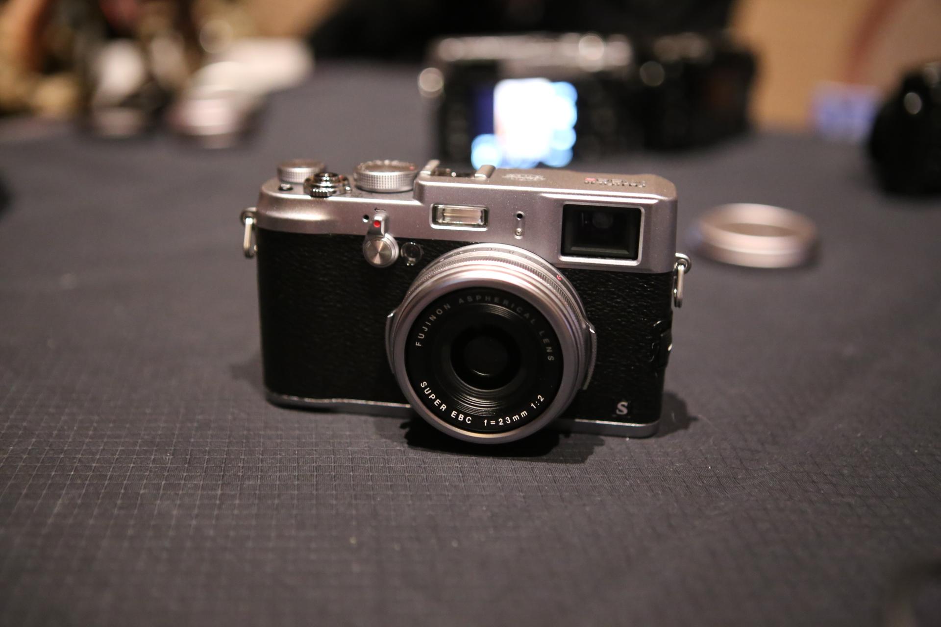 Noul model de camera foto de la Fujifim X100S - seria X