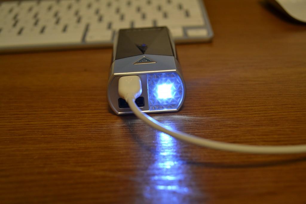 flashlight momax external battery